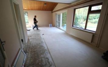 bouwbedrijven.nl - bezig met kwakkel, Werk in uitvoering,het leveren en het leggen van vloertegels in epe.